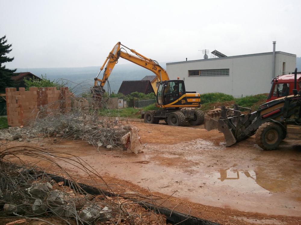 Demolice: Demolice budov, Demolice hal